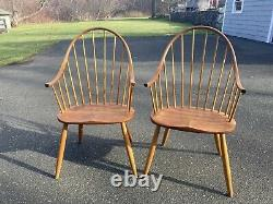 Pair (2) Thomas Moser Continuous Arm Chairs Signed 1991 Cherry Windsor Thos